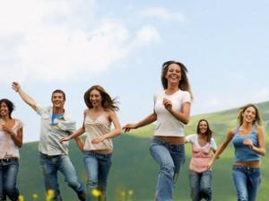 jovenes-corriendo felices