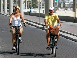 Pareja en bicicleta 2