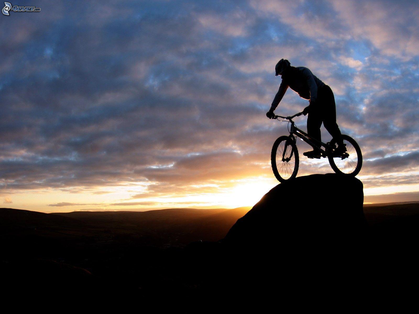 Equilibrio sobre la bicicleta