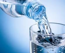 Tomando agua puedes perder esos kilitos de más