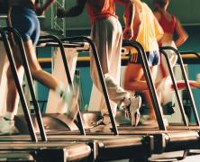 Cuida la postura y la técnica al correr en la cinta