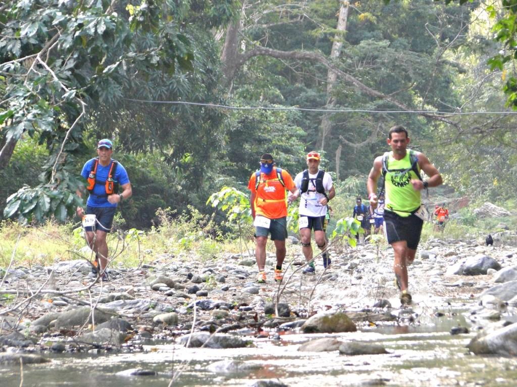 Cruce por ríos TrailTodasana_Foto Talento Deportivo