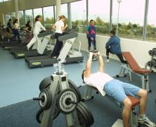Tips y beneficios de entrenar en un gimnasio