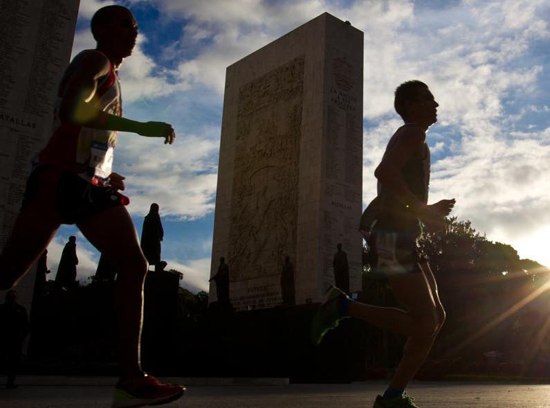 corredores-cabecera-maratoncaf-2015